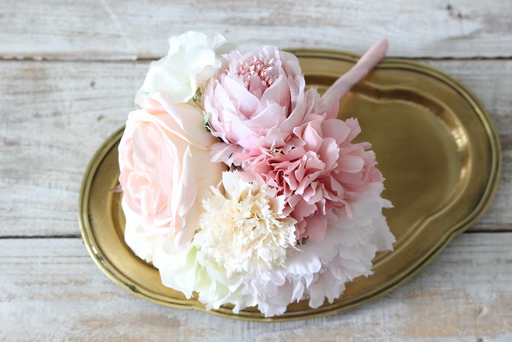 お花はブーケになっています