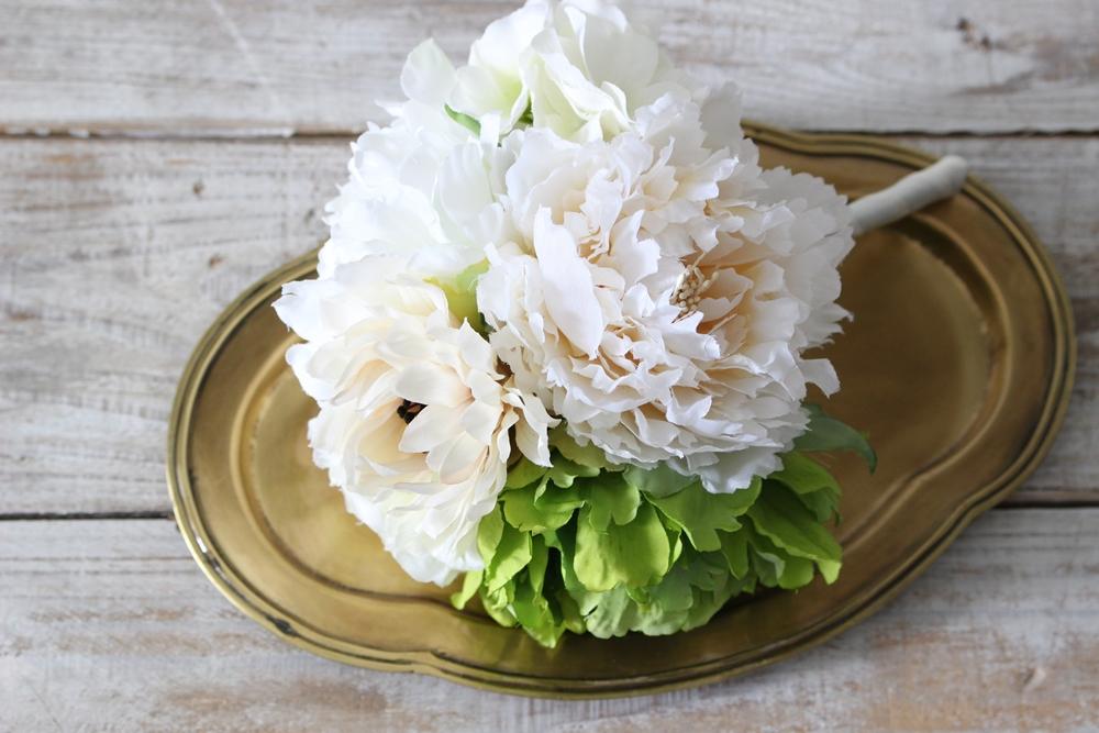 お花は上質なアーティフィシャルフラワーをブーケにしています