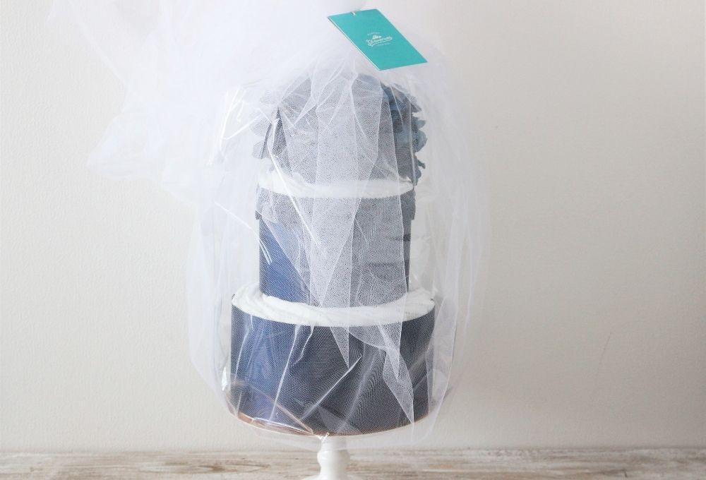 オプションのチュールラッピングの場合もOPPに入れて湿気から紙おむつを守ります。