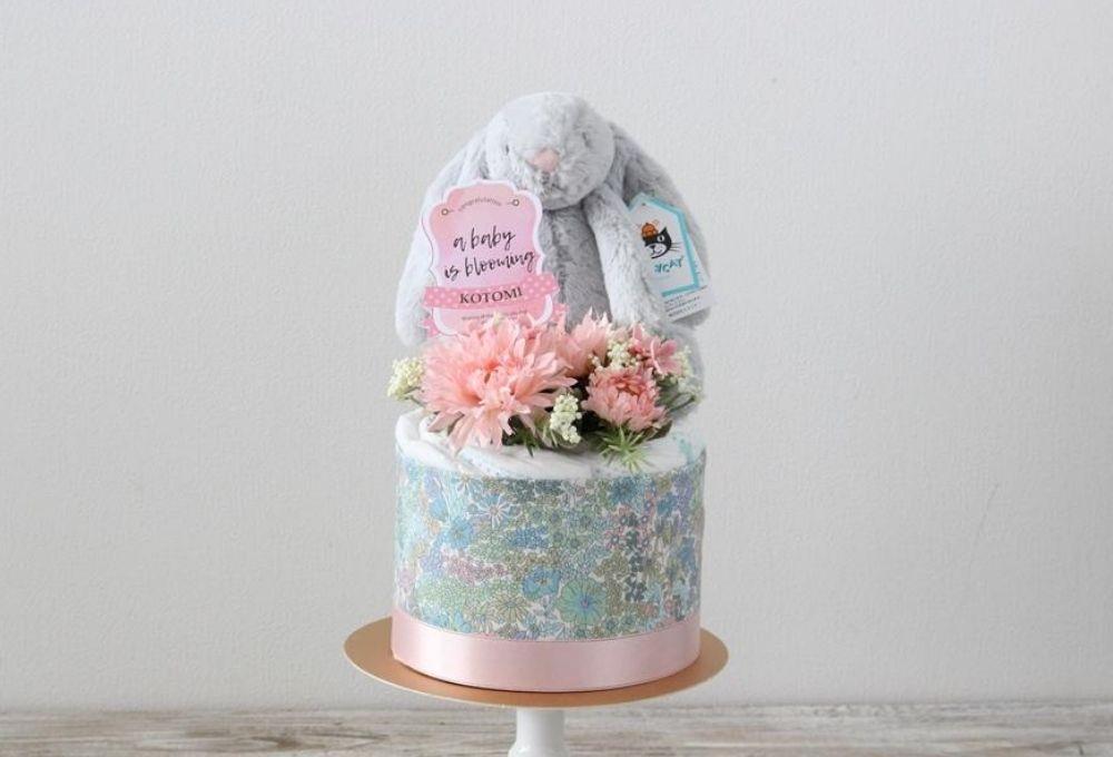【おむつケーキ】ジェリーキャット うさぎのぬいぐるみ付き ダイパーケーキ Bashful Silver Bunny