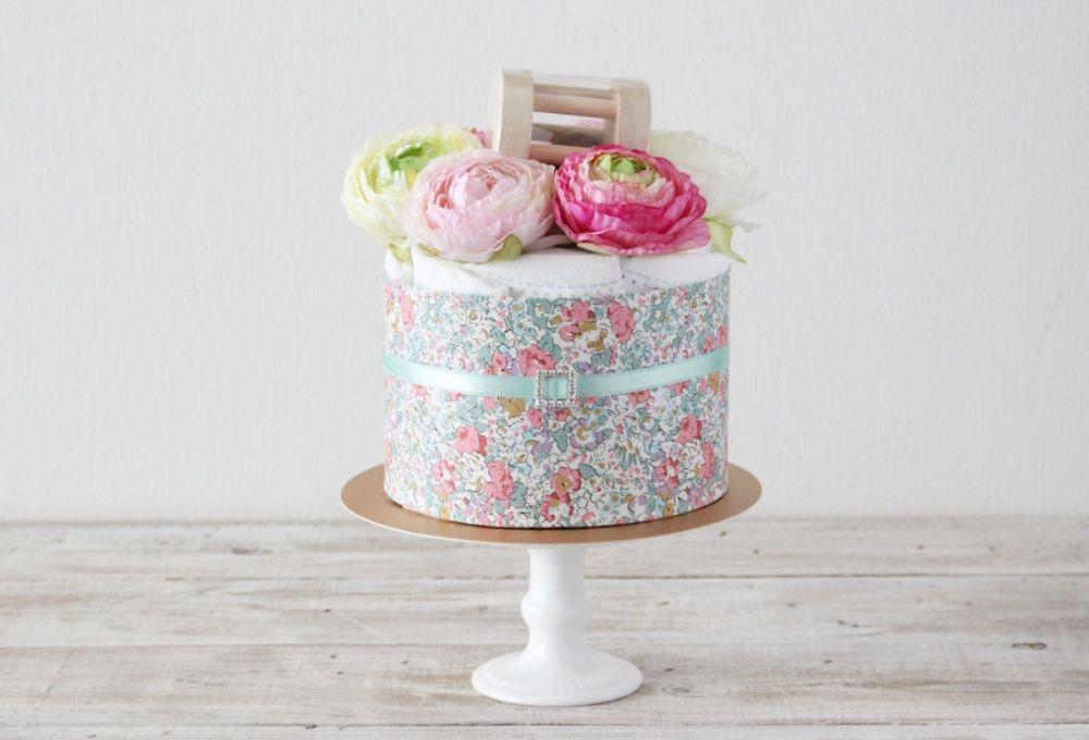【おむつケーキ】IKONIHのひのきのガラガラ付きClaire(クレア)